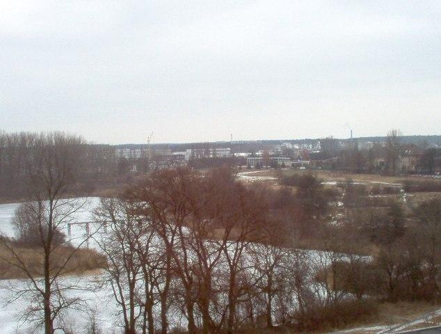widok na zbiornik wodny i działki przy ul. Podchorążych
