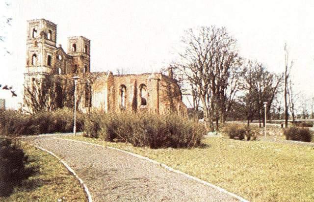 ruiny kościoła pw. Św. Janów