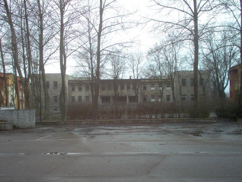 """budynek dawnego """"Centrum pracy twórczej"""" przeznaczony wg planu na funkcje usługowe"""