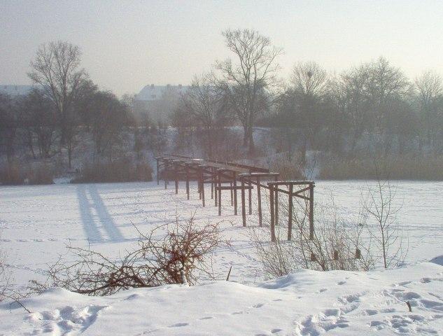 pozostałości po kładce dla pieszych