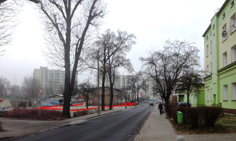 Powyżej widok na działkę - nowy budynek mógłby stanąć równolegle do ul.Kwiatowej częściowo na wolnej działce a częściowo w miejscu starego budynku po lewej stronie - lokalizację zaznaczono na zdjęciu linią czerwoną; Poniżej - wspominiana działka (UM2) zaznaczona na grafice mpzp