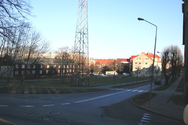 powyżej widok na działkę przy ul. Ceglanej i Buczka, przeznaczoną dla nowej inwestycji mieszkaniowej Termopil-bud poniżej wizualizacja nowej inwestycji - autor Archi-Graf