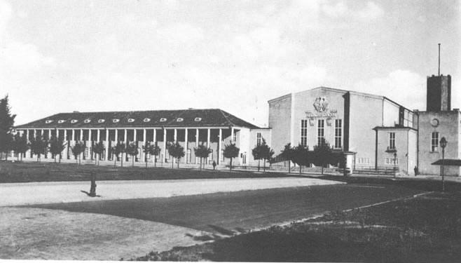 budynek teatru i skrzydła administracyjno-usługowego - okres międzywojenny