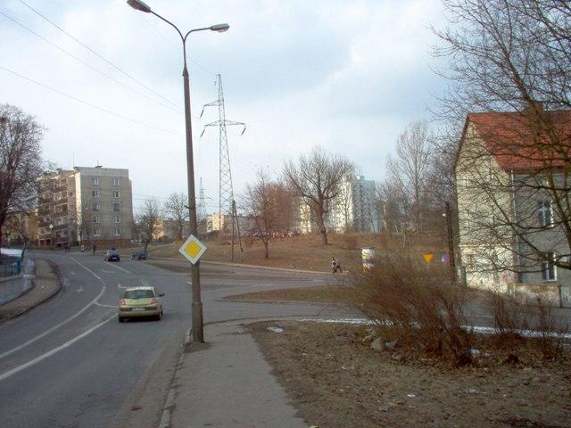widok na plac 9 Maja (wg planu przewidziany do przebudowy) oraz działkę (U) przeznaczoną pod budowlę wyodrębniającą punkt widokowy