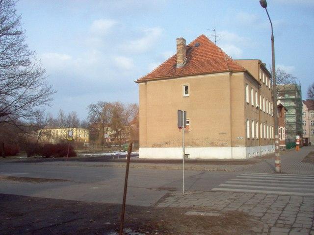fragment ul. Wincentego Pola - widok na działkę przeznaczoną pod zabudowę obiektem sakralnym