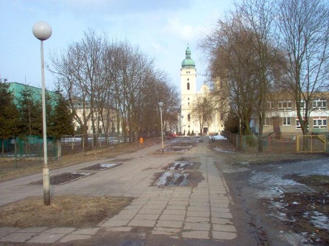 ciąg pieszy od ulicy Okrzei do ul. Św. Jana Bosko.