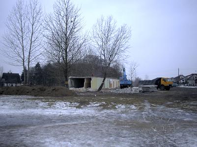 wyburzanie byłego archiwum przy terenie U2 (luty 2005)