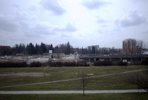 kolejny etap wyburzania obiektów na terenach Mu, U1, Uhp (kwiecień 2005)