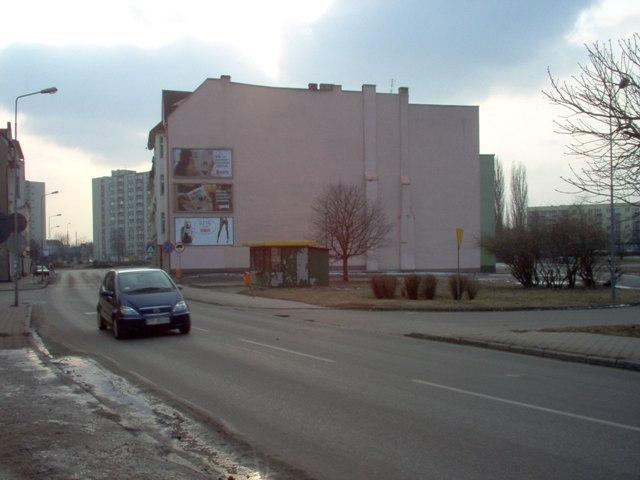 naroże ul. 11 Listopada i ul. dr Witaszka - przeznaczone pod zabudowę budynkiem o wysokości do IV kondygnacji nadziemnych