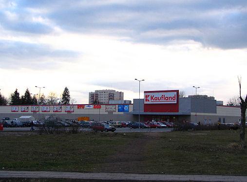 market Kaufland od al. Powstańców Wlkp. (stan obecny)