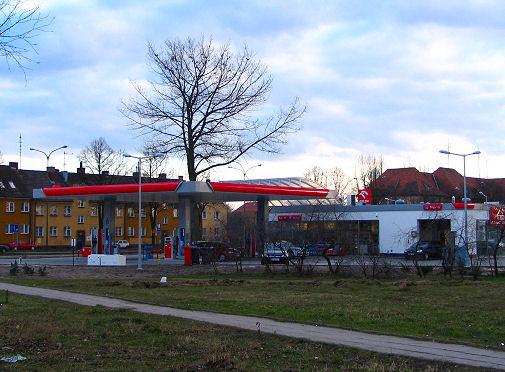 stacja benzynowa przy markecie Kaufland (teren UHp zgodnie z planem z dnia 27.04.2004 r. )