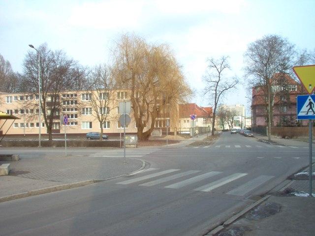 istniejący internat w narożu ulic Okrzei i Gen. Sikorskiego